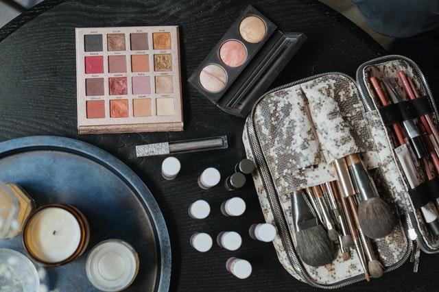 Des kits de maquillage