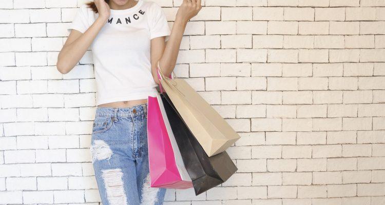 Acheter un sac Yves Saint Laurent pour agrémenter vos tenues